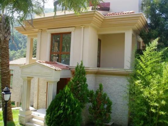 10 Zimmer, 400 M2 Villa Mit 3 Wohnzimmer Mit Blick Auf Den Pool Von Der Natur In Marmaris
