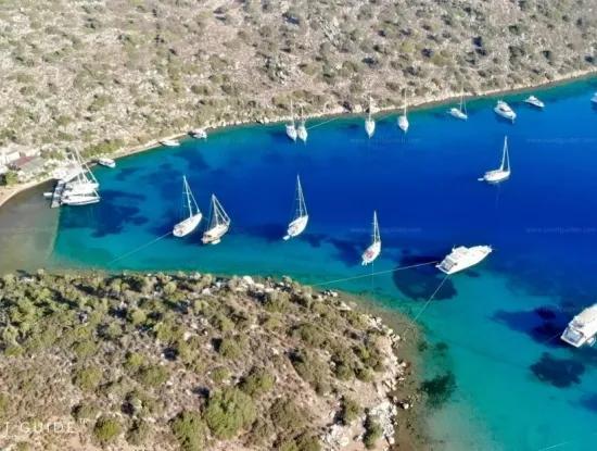 Gebaut Auf Einem Grundstück Von 7000 M2, Das Yacht Club Hotel ,Yacht Zum Verkauf Durch Die Lage Am Meer