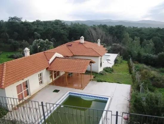 Im Bezirk Atakoy, Pool, 340M2 Bauernhaus Mit 4300M2 7 Zimmer 2 Wohnzimmer