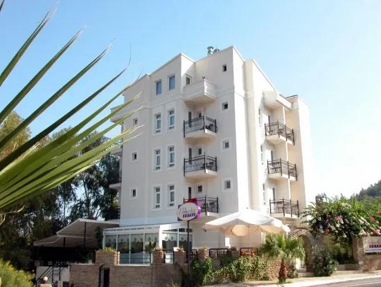 18 Zimmer-Hotel Zum Verkauf In Zentrum Von Marmaris, In Der Nähe Des Meeres