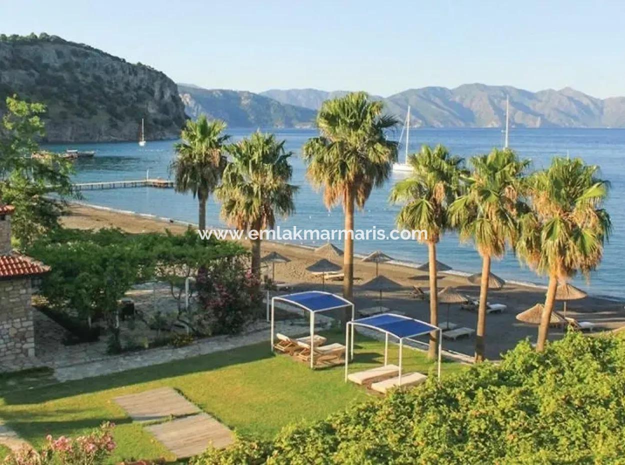 Marmaris,E 18 Km Uzaklıkta Satılık 5000 M2 Arsa Üzerine Kurulu İskelesi Mevcut Villa Ve Restaurant