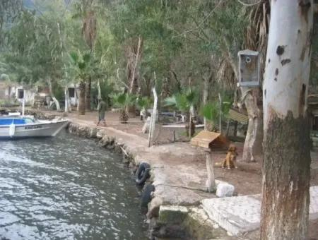 Marmaris Körfezinde Denize Sıfır Villa.önüne Tekne Bağlayabilirsiniz.700M2 Arsa