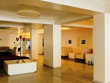 Marmaris Merkezinde Denize Sıfır Satılık 5 Yıldızlı Otel