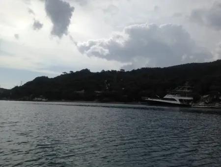Marmaris Merkezinde Denize Sıfır Satılık Köy Evi 5500M2 Liman İçinde